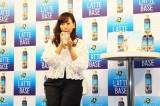 『「BOSS LATTE BASE」紅茶ラテ』を試飲する藤本美貴 (C)oricon ME inc.