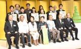 表彰式にはいとうせいこう氏、作家の宮部みゆき氏、日本語学者の金田一秀穂氏、ギタリストの村治佳織、女優の吉行和子らも出席した(C)ORICON NewS inc.