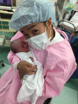 第1子が誕生した響・小林優介