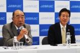 JASRAC新体制発足会見に出席。ともに2期目となるいではく会長(左)と浅石道夫理事長