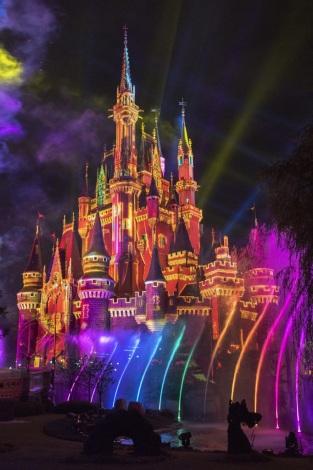 東京ディズニーランドに新プログラム登場 夜空を彩る壮大な映像エンターテイメント