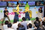 特技のハカを披露するテレビ東京新人アナウンサーの中垣正太郎(左)(C)SC・T/N(C)TV TOKYO