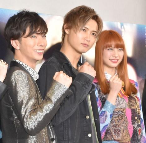 舞台『コインロッカー・ベイビーズ』フォトコールに参加した(左から)河合郁人、橋本良亮、山下リオ (C)ORICON NewS inc.