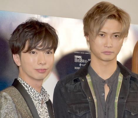 舞台『コインロッカー・ベイビーズ』フォトコールに参加した(左から)河合郁人、橋本良亮 (C)ORICON NewS inc.