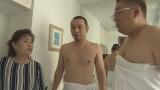 『サンドのお風呂いただきます』NHK総合で7月12日放送。湯河原在住23年、歌手の五月みどりさんの豪邸でお風呂をいただく伊達と大悟(C)NHK
