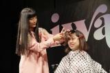 ファンの前髪を切る断髪式ならぬ断パッツン式 photo by Hajime Kamiiisaka