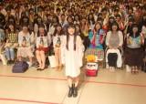 前髪パッツンお面をしたファン1000人が集結=ベストアルバム『miwa THE BEST』の発売記念ミニライブイベントの模様 (C)ORICON NewS inc.