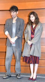 舞台『アンナ・クリスティ』囲み取材に出席した(左から)佐藤隆太、篠原涼子 (C)ORICON NewS inc.