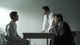俳優の坂上忍がMCを務めるフジテレビ系『直撃!シンソウ坂上』が12日の放送で番組最高となる9.4%を獲得(写真はオウム真理教特集のドキュメンタリードラマ)(C)フジテレビ
