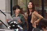 日本テレビ系連続ドラマ『サバイバル・ウエディング』に出演する(左から)波瑠、高橋メアリージュン(C)日本テレビ