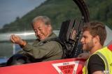 自らも戦闘機に同乗しシャッターを切ることが許された世界でも3人しかいないカメラマンの一人