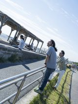 サニーデイ・サービスのドラマー丸山晴茂さん(写真左)が47歳で死去