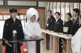 連続テレビ小説『半分、青い。』第16週「抱きしめたい!」で涼次(間宮祥太朗)と結婚式を挙げる鈴愛(永野芽郁)(C)NHK