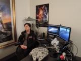 ILMにある成田昌隆さんの仕事部屋(画面に写り込んでいる物がスゴイ)(C)2018 Lucasfilm Ltd. All Rights Reserved.