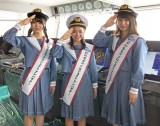 STU48が次世代自動車運搬船「BELUGA ACE」を見学(左から)矢野帆夏、峯吉愛梨沙、藤原あずさ(C)STU
