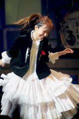"aiko「""20歳""になりました!」 地元大阪でデビュー20周年記念ライブ"