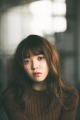 『with』専属モデルに就任した欅坂46・小林由依