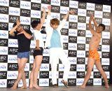 解放感をイメージしたポーズをする一同(左から)菅良太郎、向井慧、杉野遥亮、尾形貴弘 (C)ORICON NewS inc.