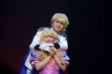 初日ゲストの倉野尾成美(手前)=AKB48のチーム8単独舞台「KISS KISS KISS」公開ゲネプロの模様 (C)ORICON NewS inc.