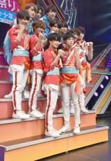 『夏祭り!裸の少年』公開ゲネプロを開催したHiHi Jets(青衣装)&東京B少年(赤衣装) (C)ORICON NewS inc.