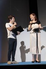 福岡で司会を努めた(左から)浅利陽介、比嘉愛未(C)2018「劇場版コード・ブルー -ドクターヘリ緊急救命-」製作委員会