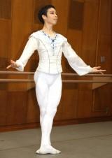 簡単なパフォーマンスを披露した二山治雄 =『キエフ・クラシック・バレエ チャイコフスキー「夢の3大バレエ」』公演後の囲み取材 (C)ORICON NewS inc.