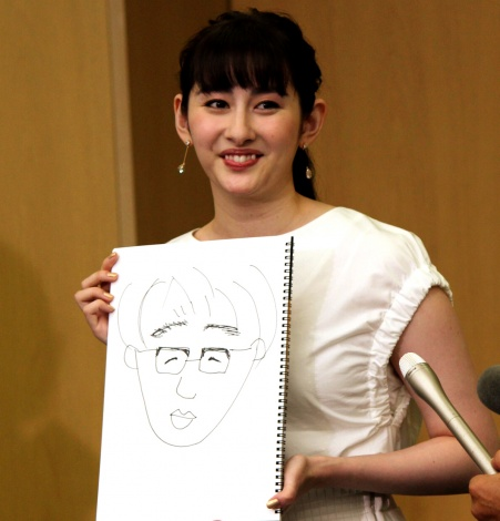 婚約会見でお相手の似顔絵を公開した早見あかり(C)ORICON NewS inc.
