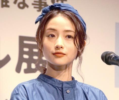 サムネイル 熱愛質問に笑顔をみせた石原さとみ(C)ORICON NewS inc.