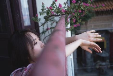 AKB48・高橋朱里1st写真集『曖昧な自分』特典カット(撮影/佐藤裕之)