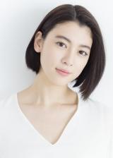 矢口史靖監督の新作『ダンスウィズミー』で主演を務める三吉彩花