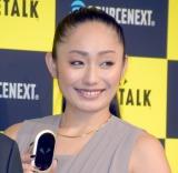 通訳機『POCKTALK(ポケトーク)』の次世代モデル発表会に出席した安藤美姫 (C)ORICON NewS inc.