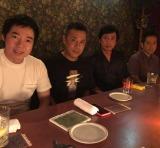 徳井義実(右から2番目)がアローン会に復帰(写真は岡村隆史のインスタグラムより)