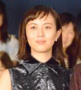 劇場版『コード・ブルー -ドクターヘリ緊急救命-』初日舞台あいさつに登壇した比嘉愛未 (C)ORICON NewS inc.