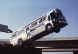 映画『スピード』より。爆弾を仕掛けられたGM社製バス(C)2012 Twentieth Century Fox Home Entertainment LLC. All Right Reserved.