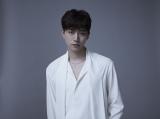 """7枚目となるソロミニアルバム『想像』をリリースし、現在 『JUNHO (From 2PM) Solo Tour 2018 """"FLASHLIGHT""""』まっただ中の2PM・ジュノ"""
