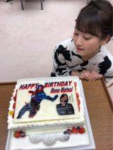 松井玲奈の27歳の誕生日を祝う『劇場版 仮面ライダービルド』特製ケーキ(アメーバオフィシャルブログより)