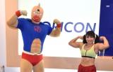 オリコンで来社PRをした(左から)キン肉マンと才木玲佳 (C)ORICON NewS inc.
