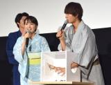 「箱の中身は何だろな」ゲームに挑戦した(左から)葵わかな、佐野勇斗 (C)ORICON NewS inc.