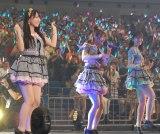 松村香織が落とし穴にはまったままコンサートは進行(左から)白間美瑠、高柳明音、小嶋真子 (C)ORICON NewS inc.