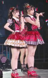 「呼び捨てファンタジー」を歌う(左から)本田仁美、後藤萌咲=『AKB48グループ感謝祭〜ランクインコンサート〜』初日 (C)ORICON NewS inc.