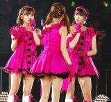 中井りか(中央)にツッコミを入れる(左から)中村歩加、奈良未遥=『AKB48グループ感謝祭〜ランクインコンサート〜』初日 (C)ORICON NewS inc.