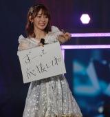 スケッチブックでファンに感謝を伝えた総選挙3位・宮脇咲良=『AKB48グループ感謝祭〜ランクインコンサート』の模様 (C)ORICON NewS inc.
