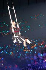 総選挙4位・荻野由佳は宙吊りのブランコで登場=『AKB48グループ感謝祭〜ランクインコンサート』の模様 (C)ORICON NewS inc.