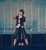 「世界はどこまで青空なのか?」を披露する総選挙4位・荻野由佳=『AKB48グループ感謝祭〜ランクインコンサート』の模様 (C)ORICON NewS inc.