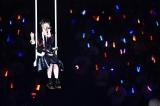 総選挙4位・荻野由佳は宙吊りのブランコで登場=『AKB48グループ感謝祭〜ランクインコンサート』の模様(C)AKS