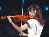 「Everyday、カチューシャ」の演奏はうまくいかず自ら吹き出してしまった横山由依=『AKB48グループ感謝祭〜ランクインコンサート』の模様 (C)ORICON NewS inc.