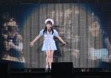 0歳〜17歳までの映像をバックに「Seventeen」を披露した17歳の矢吹奈子=『AKB48グループ感謝祭〜ランクインコンサート』の模様 (C)ORICON NewS inc.