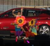 サーフボードを乗せた赤い車で登場した総選挙16位の本間日陽=『AKB48グループ感謝祭〜ランクインコンサート』の模様 (C)ORICON NewS inc.