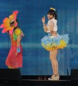 「波乗りかき氷」を披露した総選挙16位の本間日陽=『AKB48グループ感謝祭〜ランクインコンサート』の模様 (C)ORICON NewS inc.