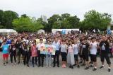 「SDGsウォーク」開会式に参加した芸人、アスリートと参加者